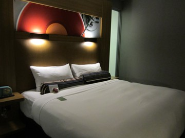 aloft hotel vaughan bed