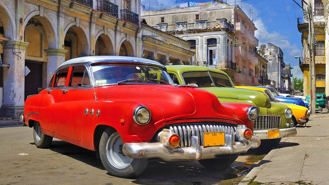 HISTORICAL OLD WORLD CHARM OF HAVANA CUBA old cars lined up on the street