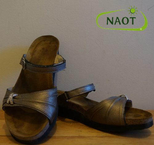 dream-travel-mag-best-travel-shoes-naot-casual-sandals