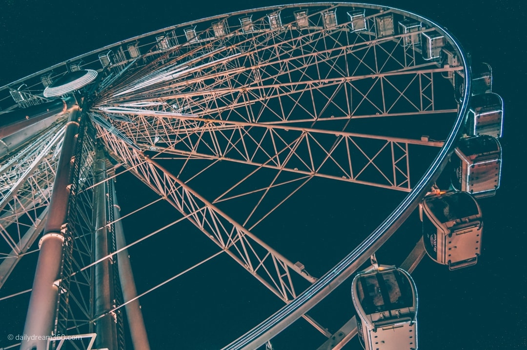 Niagara Falls Skywheel at night