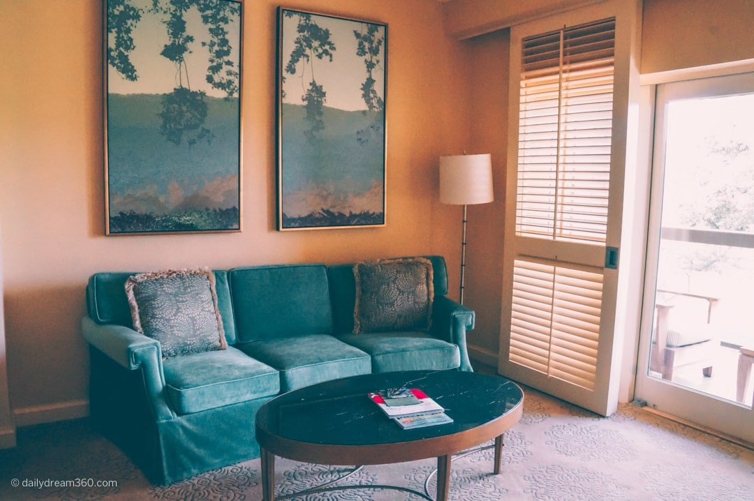 Sitting area inside room at Four Seasons Dallas