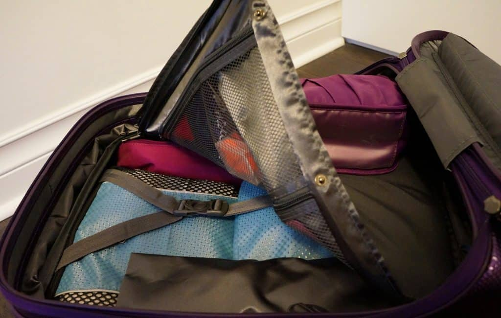 Heys-Smart-Luggage-Gateway-Carry-on-Bag-purple_Review_17