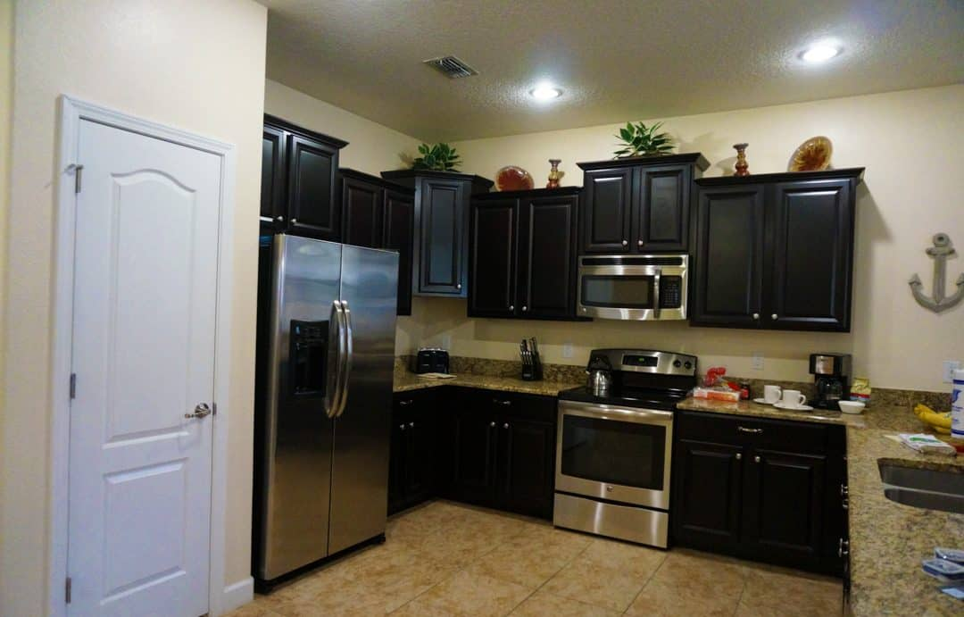 Fully-equipped kitchen in vacation home rental