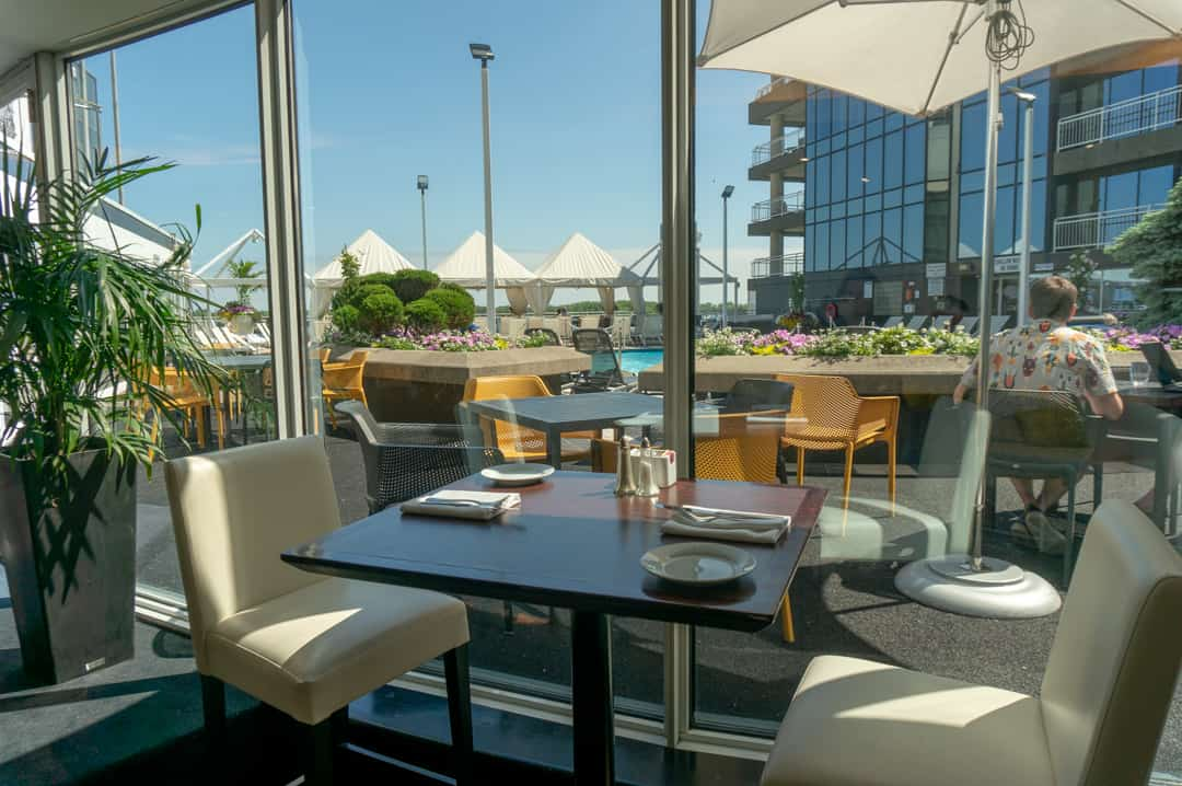 Watermark Bar and Restaurant Radisson Admiral Toronto Harbourfront Hotel