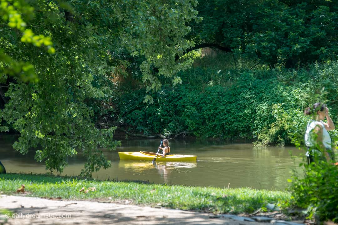 Kayaker on boat in river at Brandywine River Museum