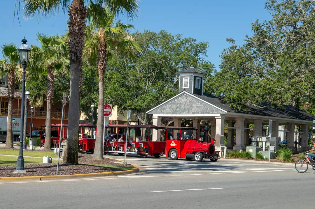 Ripley's Sightseeing Trains St. Augustine drives on street