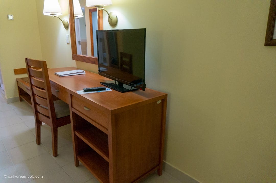 Desk with chair and TV at Hotel Playa Costa Verde Holguin Cuba