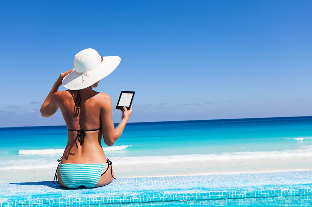 Best E-readers for the Beach and the Outdoors