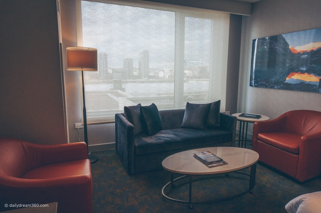 Sitting area Hotel X Toronto Signature King Room