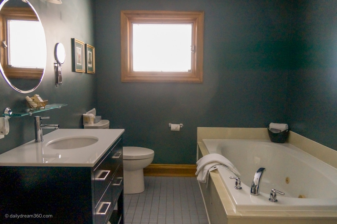 Bathroom Kettle Creek Inn Perfect for Cozy Weekend Escapes