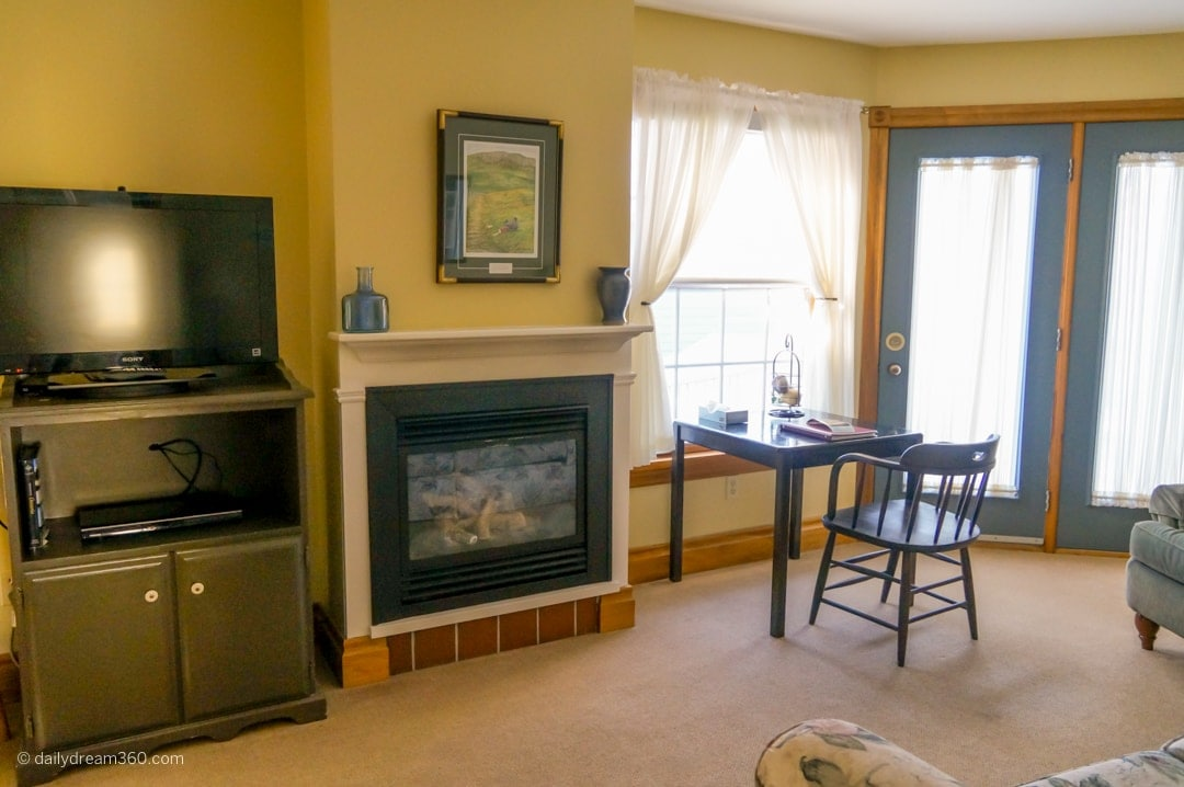 Living space in suite Kettle Creek Inn Perfect for Cozy Weekend Escapes
