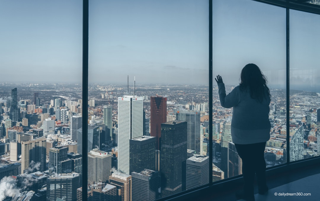 What To Do At The Cn Tower Try Lunch At 360 Restaurant