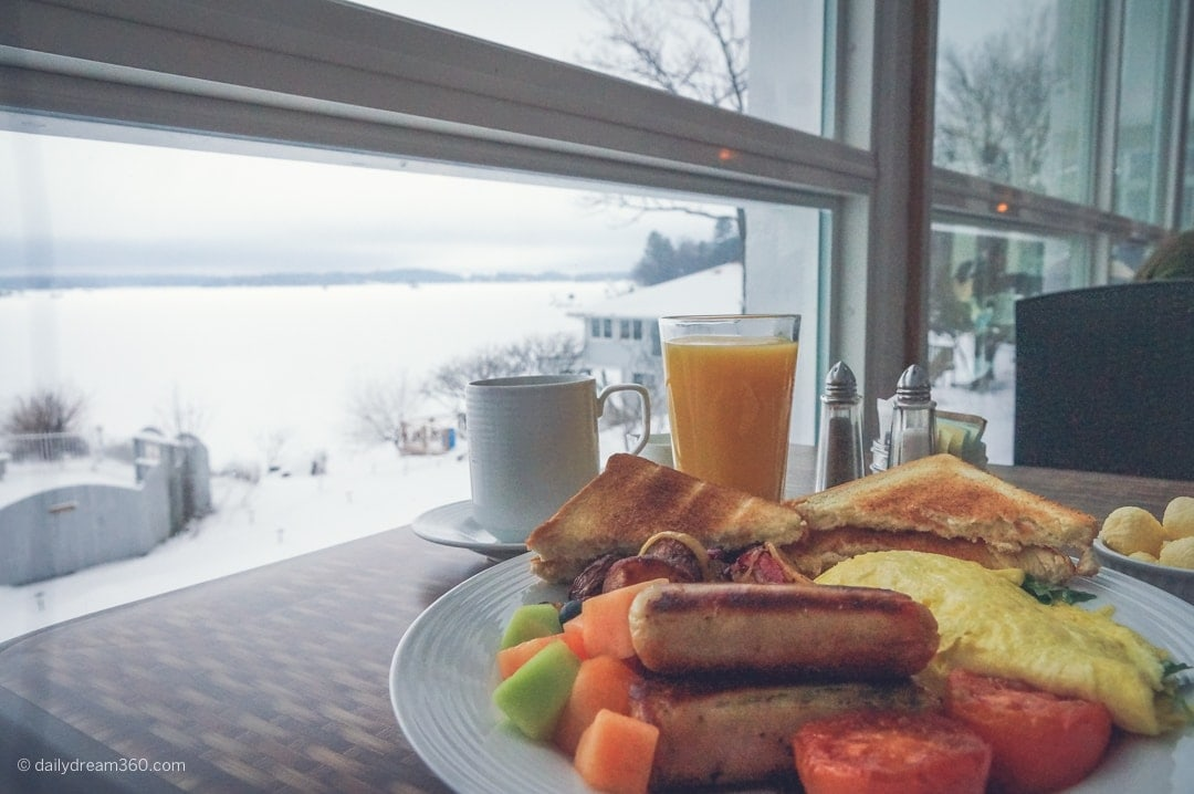 breakfast overlooking the lake at Viamede Resort Ontario