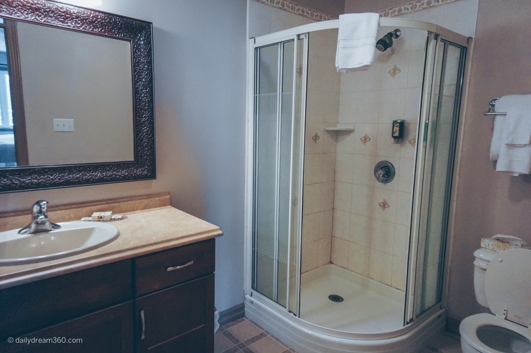 Bathroom in one bedroom suite at Viamede Resort