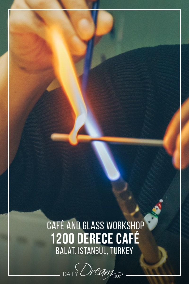 Collecting glass on metal rod during workshop at 1200 Derece Istanbul