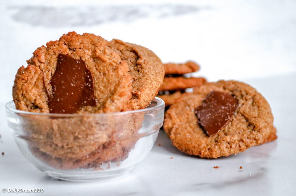 Keto Almond Butter Cookies with Chocolate Recipe