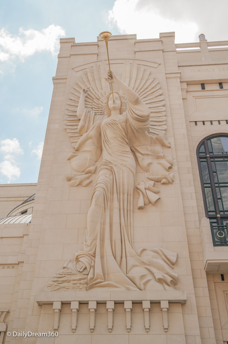 Angel statues on side of Fort Worth opera house
