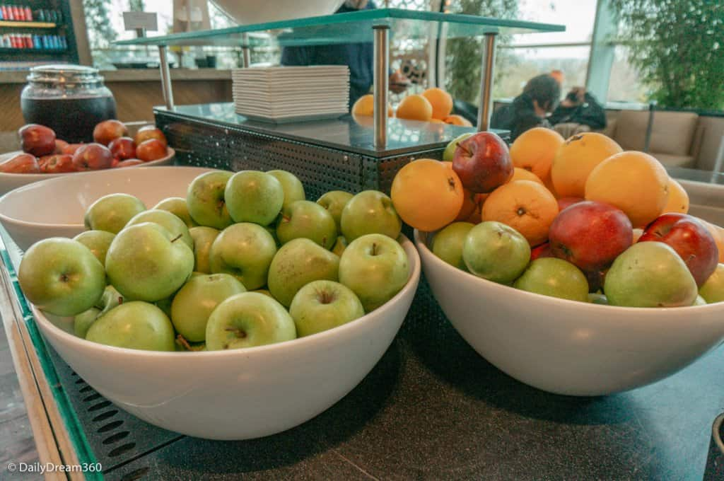 Bowls of Fruit at airport lounge How to Eat Healthy at the Airport