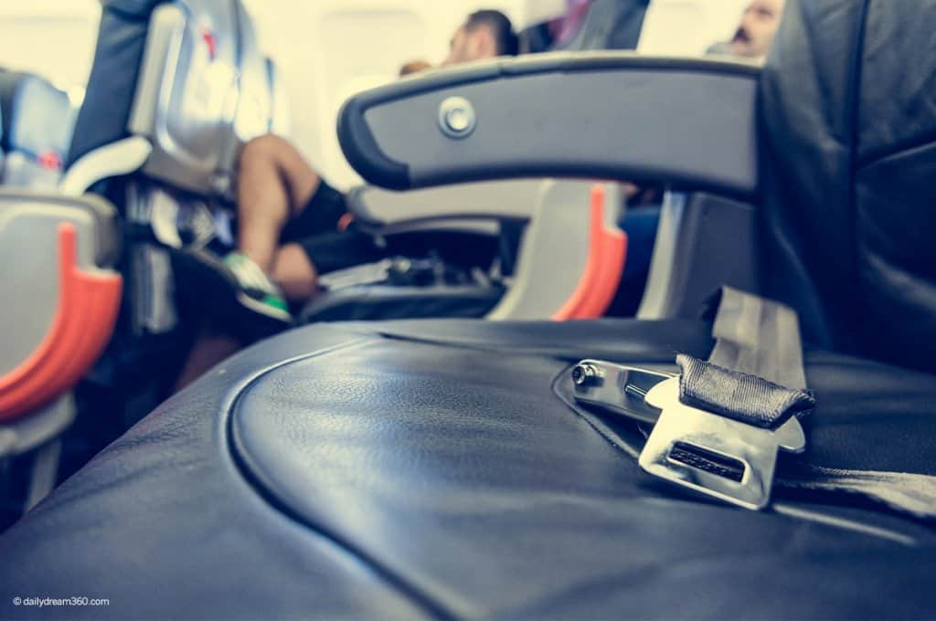 Airplane seat with seat belt