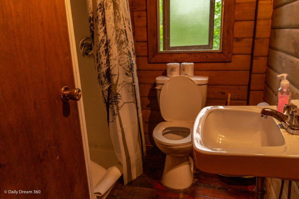 Bathroom  of Muskoka Beer Spa cabin 7