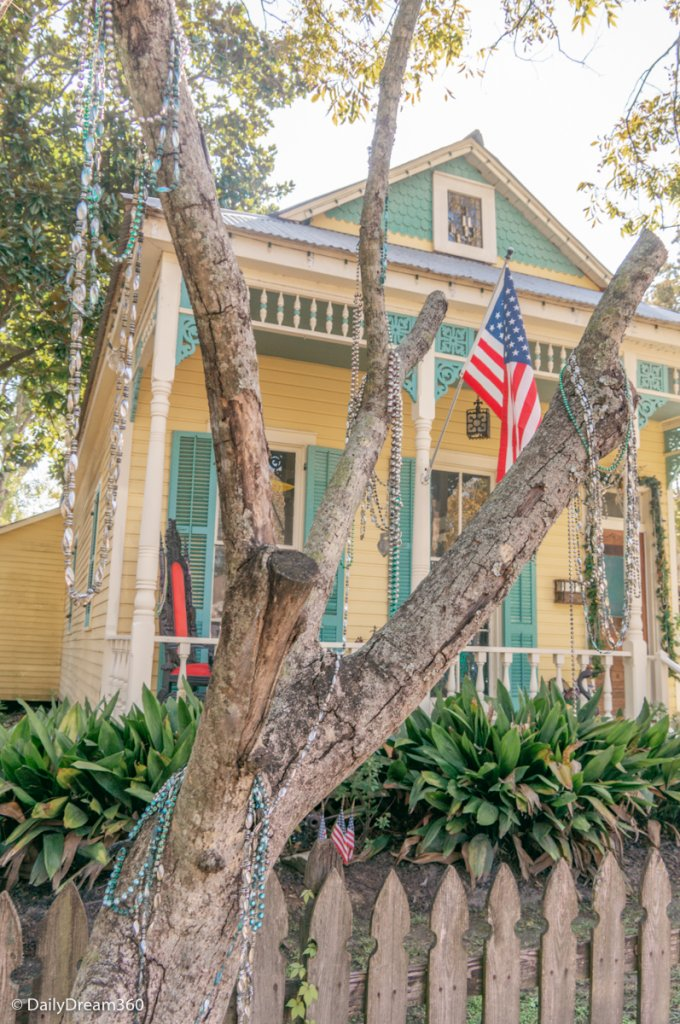 house decorated for holidays in Mandeville LA