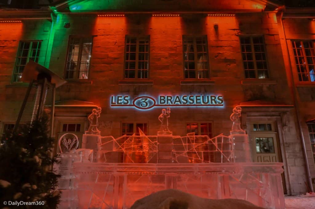 Outdoor ice bar on patio at Les 3 Brasseurs Quebec City