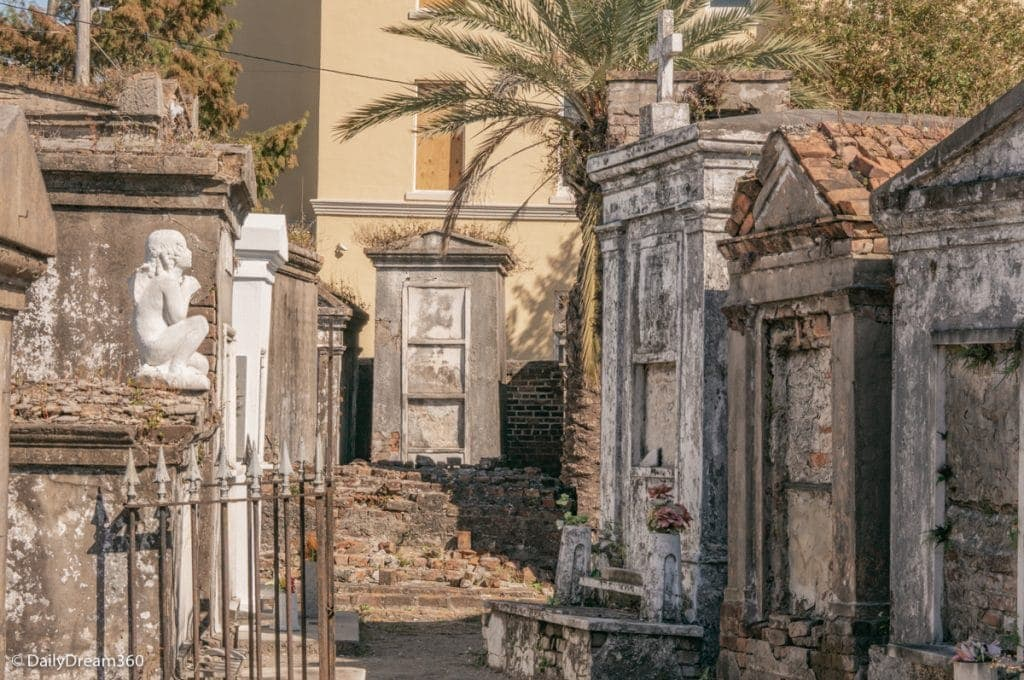 Cemetery Tours with 2 Chicks Walking Tours New Orleans